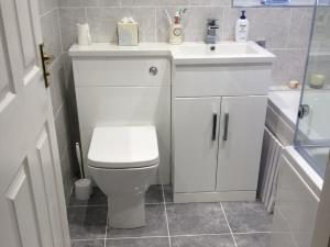 Fitted Bathroom - Three piece bathroom suite fitted for Thornton-Cleveleys home with integrated storage and new tiling